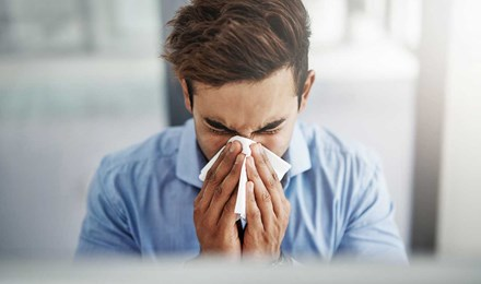 Causas del estornudo: ¿por qué estornudamos?