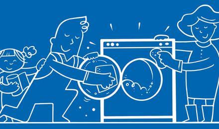 Família ilustrada a limpar a máquina de lavar roupa em conjunto