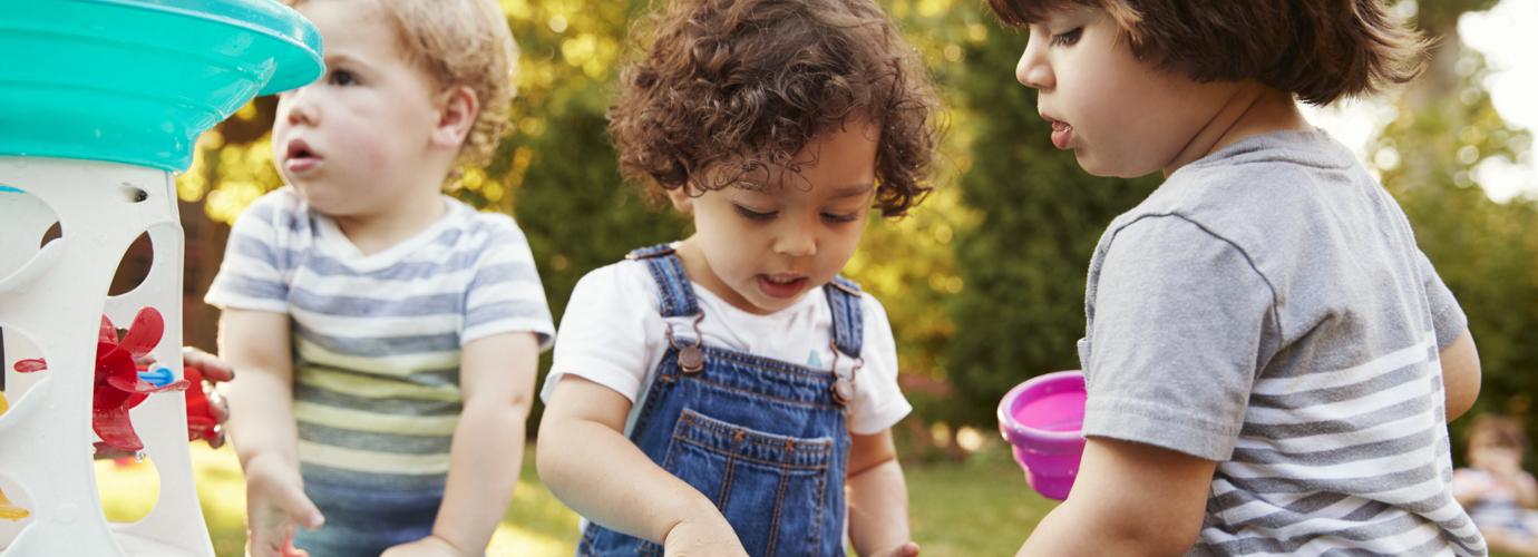 Cinco ideas de juegos con agua para niños